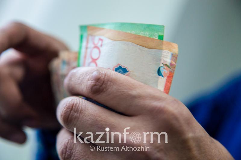 Сотрудник департамента юстиции Алматы подозревается в получении взятки