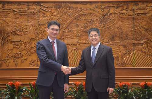 哈萨克斯坦驻华大使会见中国外交部副部长