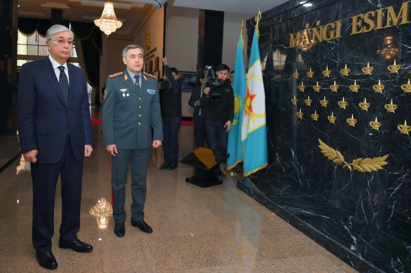 托卡耶夫总统参加战略指挥人员演习