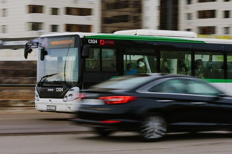 Қосшыда жүргізуші аязды күні мүгедек студентті автобустан түсіріп тастаған