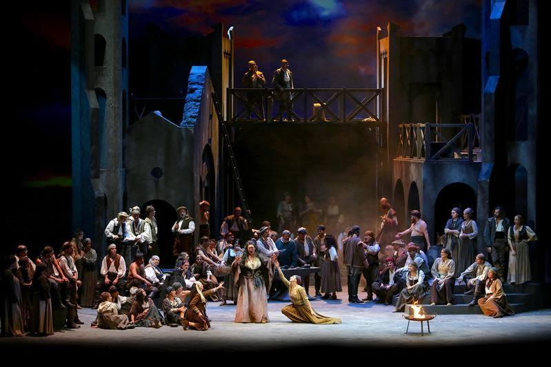 Казахстанcкие мастера создали костюмы для оперы «Трубадур» в Италии