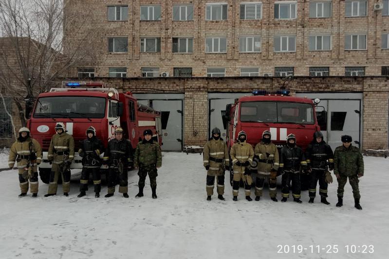 Пожарные Караганды из горящей девятиэтажки спасли 27 человек