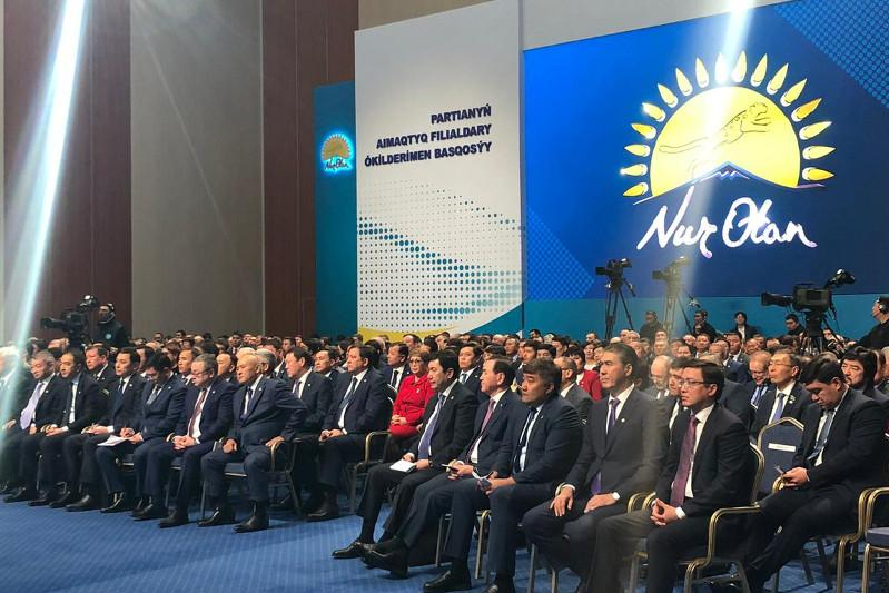 Nazarbayev chairs session with reps of Nur Otan regional offices