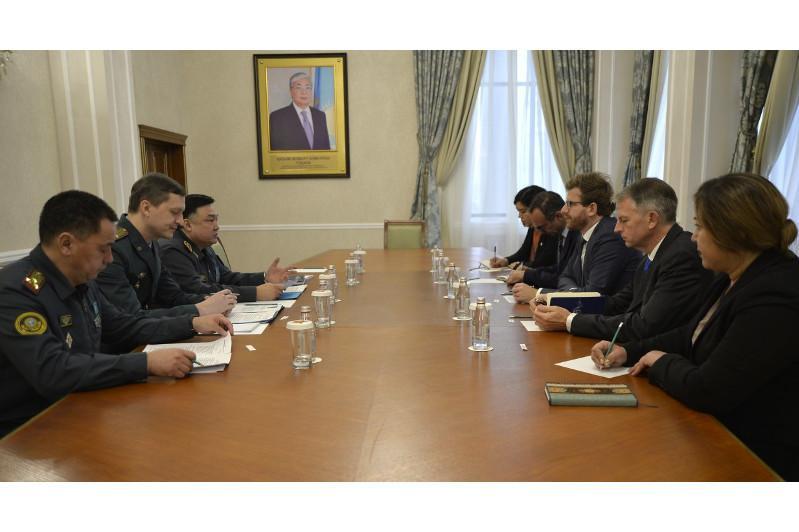 国防部与红十字会讨论合作问题