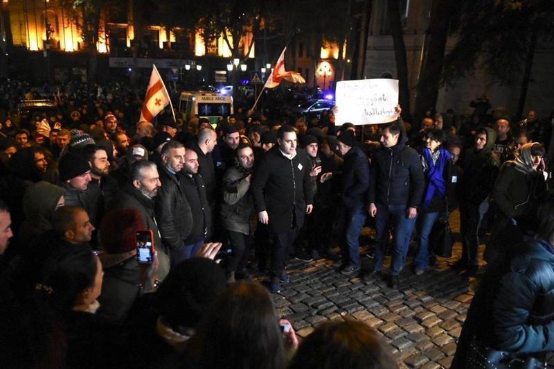 Грузияда  оппозиция өкілдері жолды жауып тастады