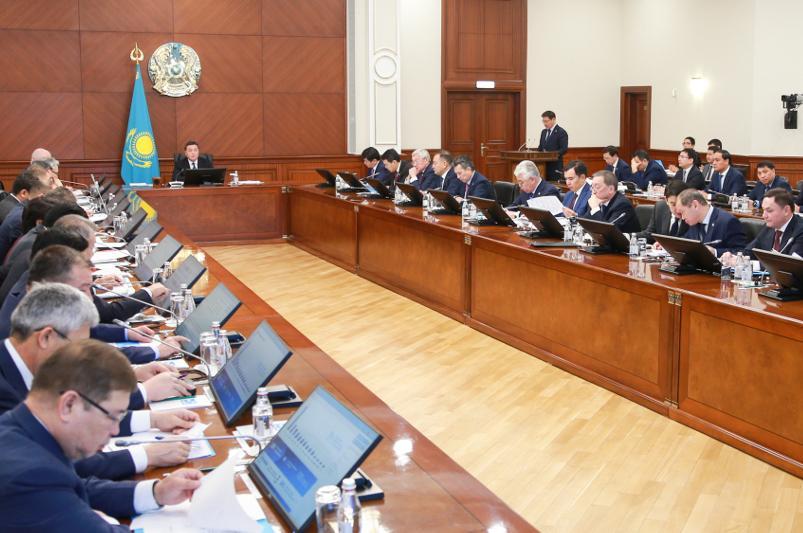 Диспропорция в оплате труда выявлена на 25 казахстанских предприятиях