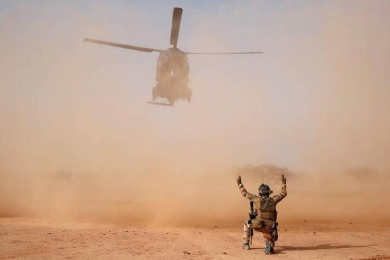 13名法国军人在马里因直升机相撞身亡
