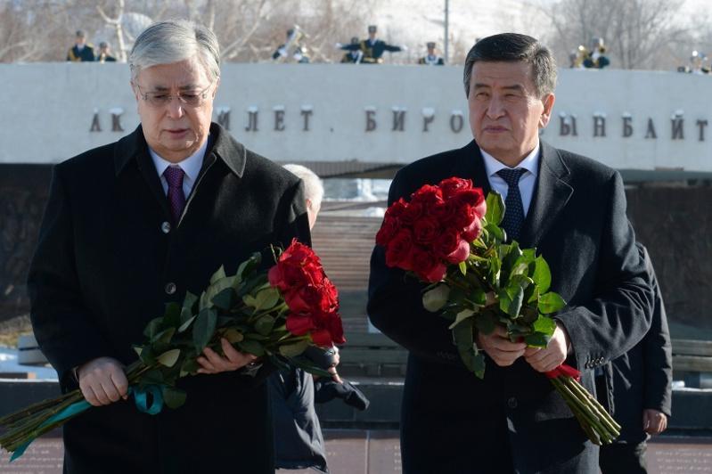 Қазақстан Президенті Бішкекте қуғын-сүргін құрбандарының монументіне гүлдестесін қойды