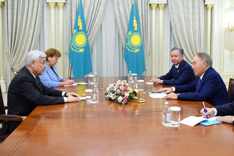 首任总统会见鞑靼斯坦国务委员会主席穆哈梅特申
