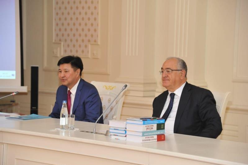 哈萨克斯坦司法机构代表团与阿塞拜疆同行会晤