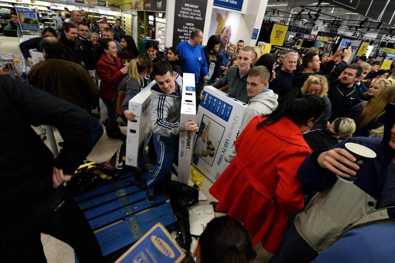 U.S. online shoppers spend 7.4 bln USD on Black Friday