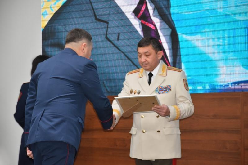 Полицейским Алматинской области вручили награды
