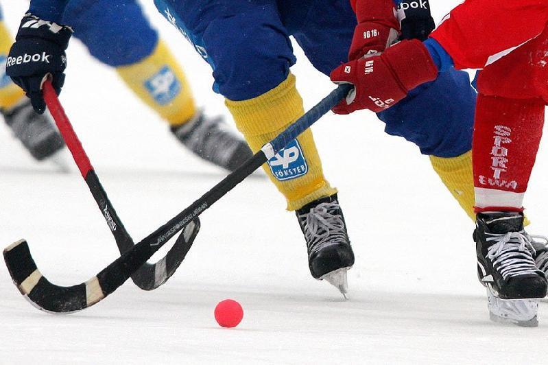 Допты хоккей: Оралдың «Ақжайығы» беташар матчында қарсыласына есе жіберді