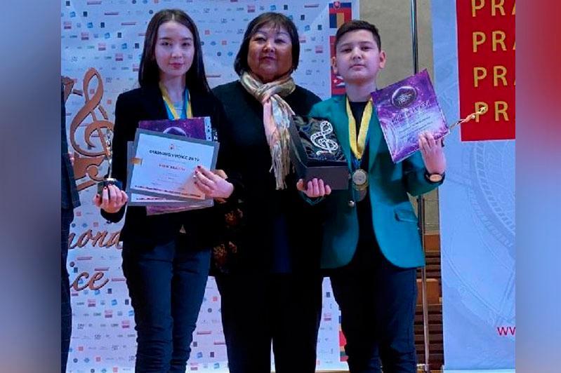 Юного казахстанца признали певцом с бриллиантовым голосом на конкурсе в Чехии