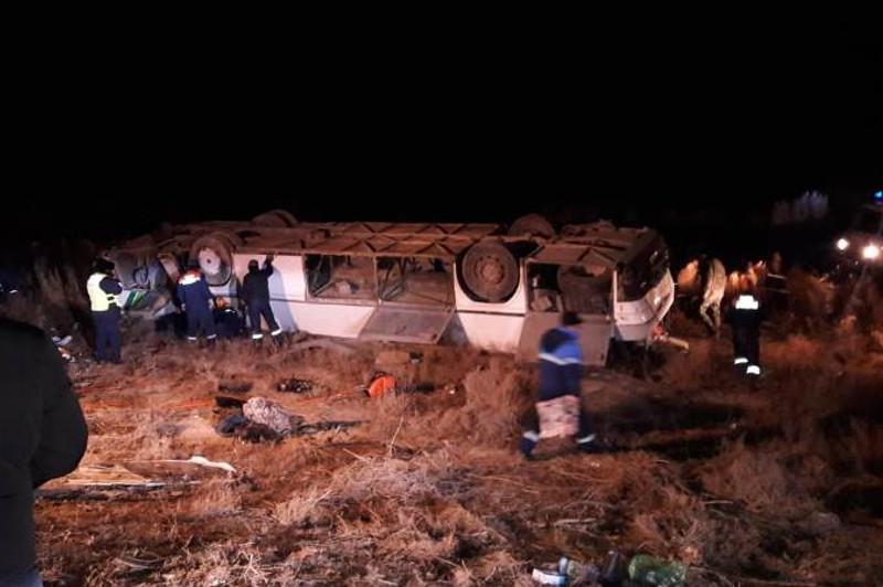 Қызылордада жолаушылар автобусы аударылып, 7 адам ажал құшты