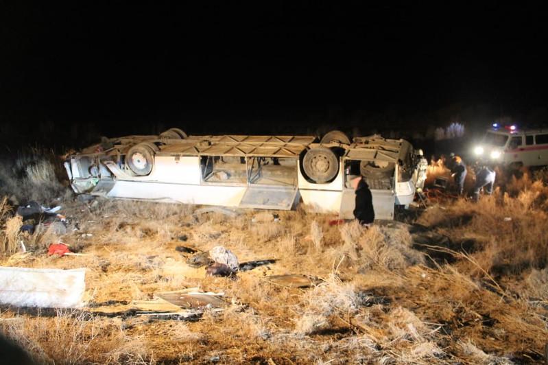 Қызылордада аударылған автобус: Құтқарушылар оқиға барысын баяндап берді