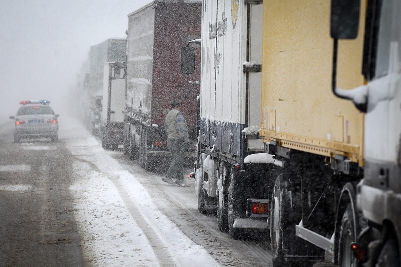 Участок автодороги в Карагандинской области закрыли из-за погодных условий
