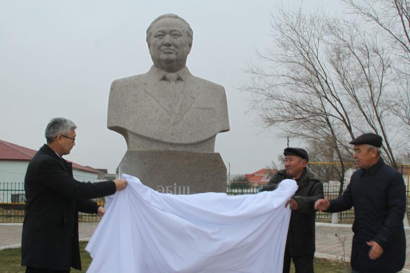 Әбіш Кекілбаевтың туған ауылында ескерткіші қойылды