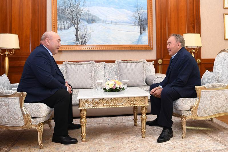 首任总统接见我国劳动功勋人士多年巴耶夫
