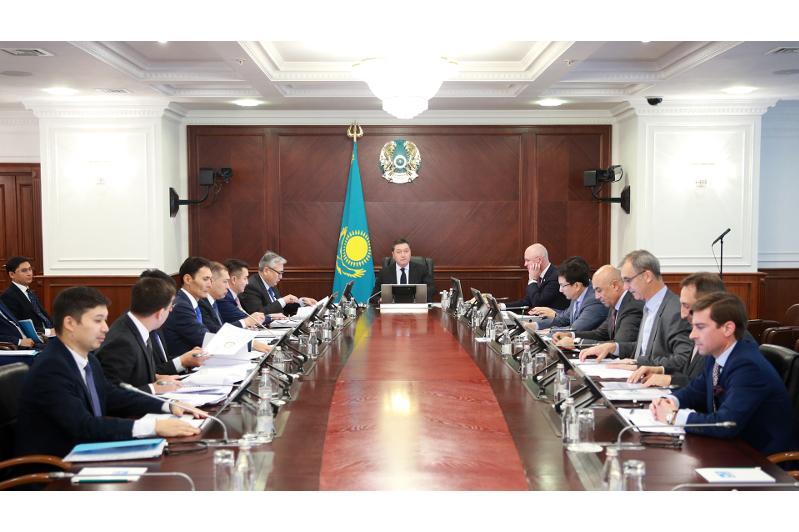 马明主持召开哈萨克投资国有公司董事会会议