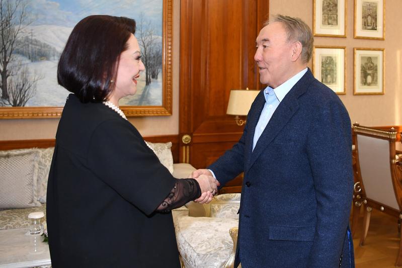 纳扎尔巴耶夫接见社会功勋人士巴塔洛娃