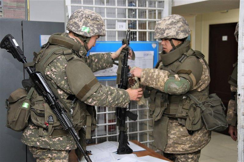 哈萨克斯坦武装力量开展例行战术训练