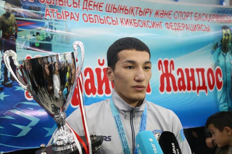 Атырауский кикбоксер стал двукратным чемпионом мира