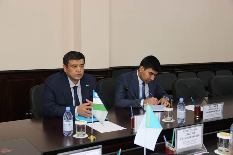 Консул РУ поблагодарил полицейских Актобе за помощь узбекистанцам на дорогах
