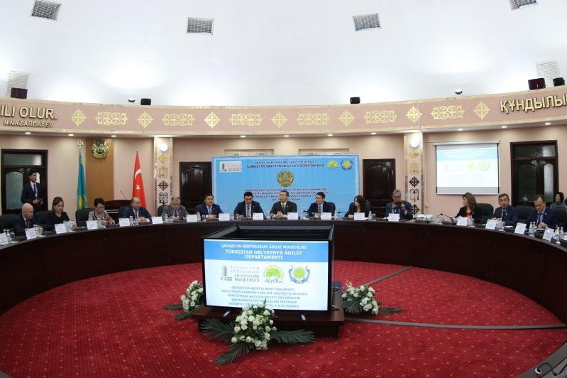 В Туркестане прошло выездное заседание Мажилиса по вопросам юридической помощи населению