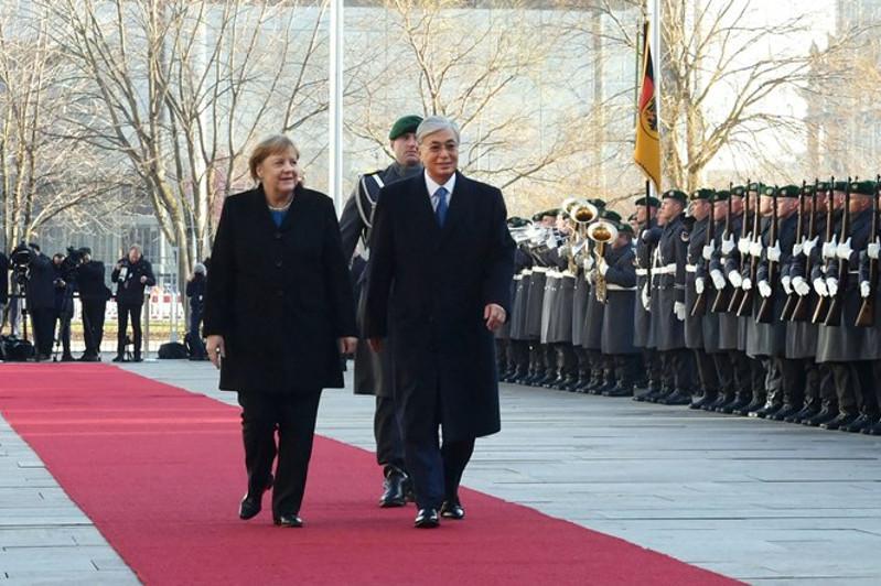 Опубликовано видеоофициальнойвстречи Касым-Жомарта Токаева и Ангелы Меркель