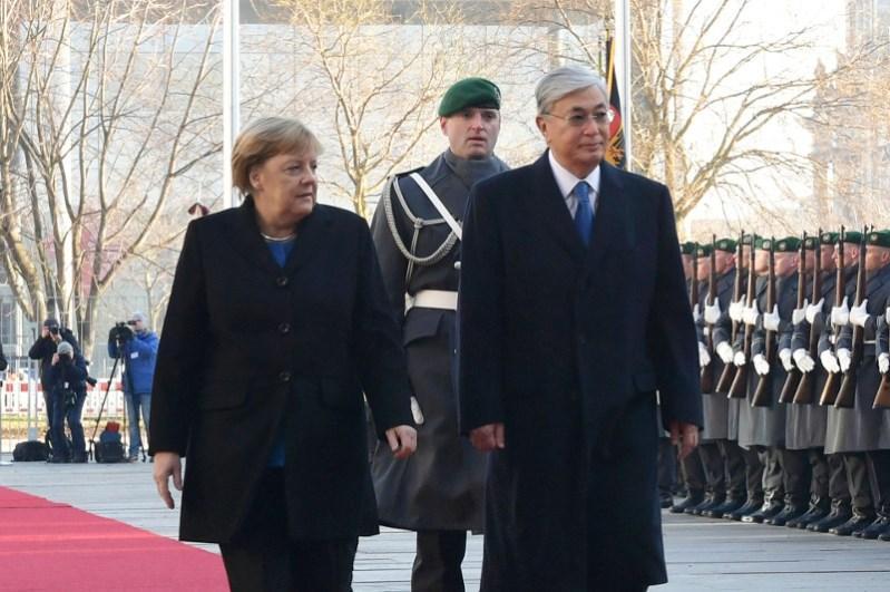 Qasym-Jomart Toqaev Angela Merkelmen kezdesti