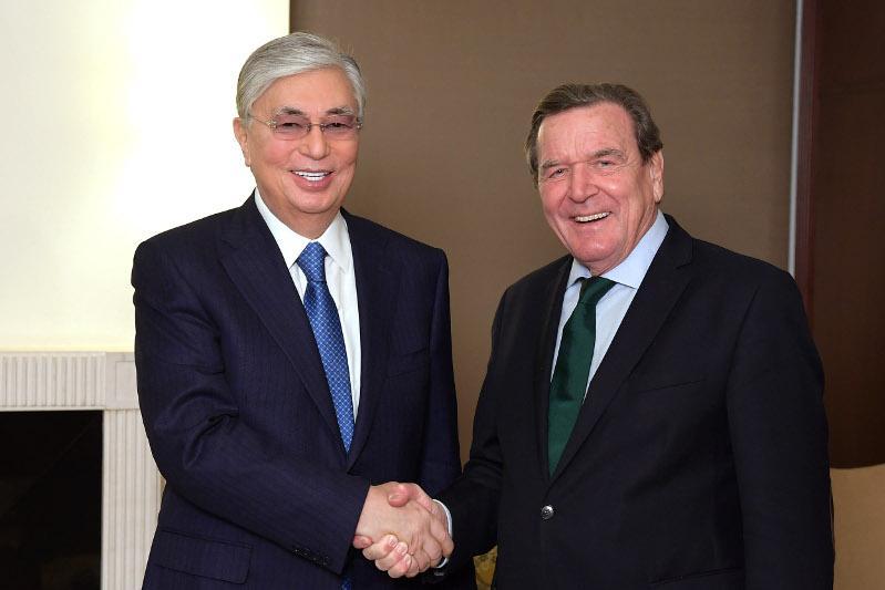 托卡耶夫总统会见德国前总理施罗德