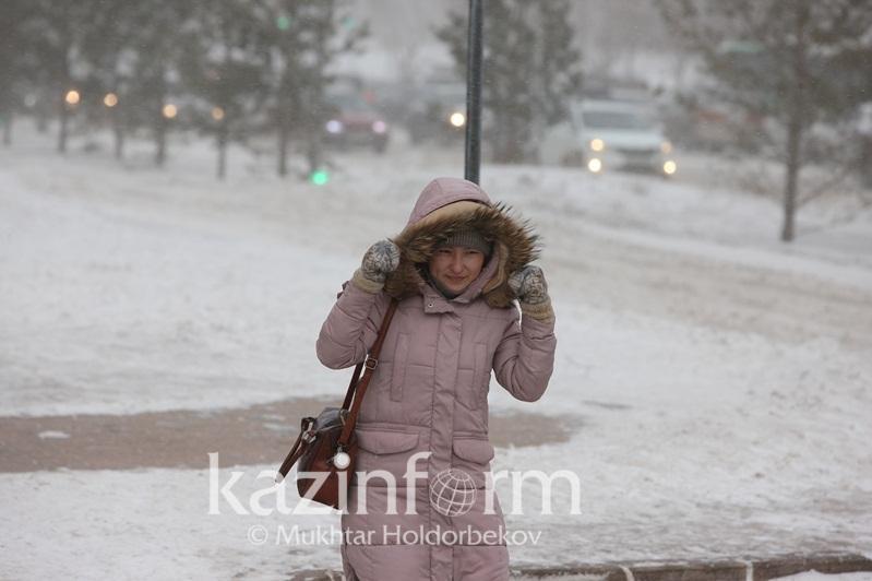 Метель и гололед ожидаются в Казахстане