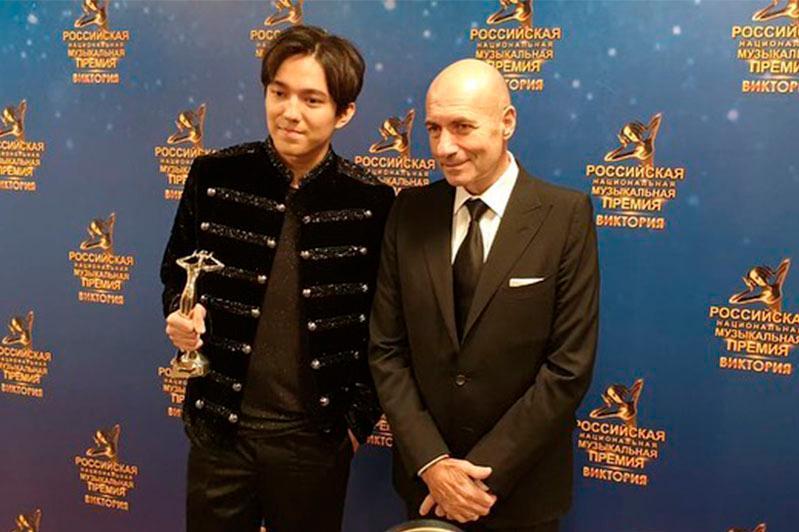 Димаш Кудайберген выиграл в двух номинациях российской премии «Виктория»