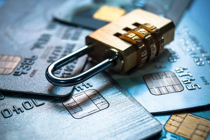 Bank kartasyn tonaıtyndardyń tuzaǵyna túsip qalýdan qalaı saqtaný kerek