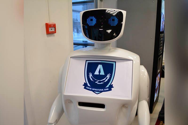 Сервисный центр Антикоррупционной службы Караганды презентовал робот третьего поколения