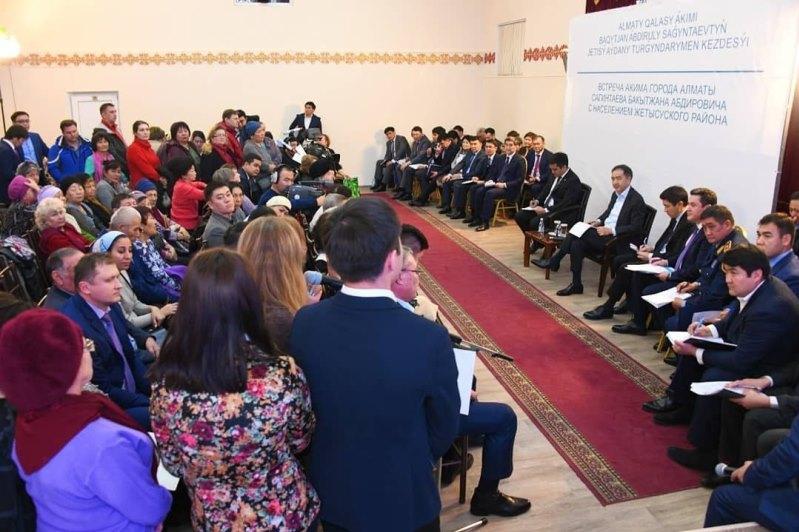 Какие проблемы озвучили жители Алматы на встрече с акимом
