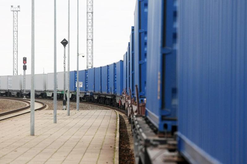 哈萨克斯坦投资约300亿美元用于发展欧亚运输走廊
