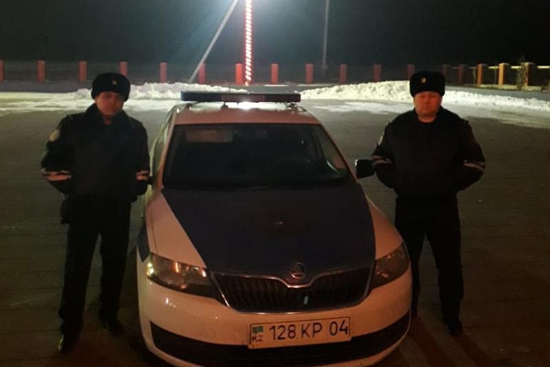 Попавших в ДТП двух жителей Туркестанской области спасли актюбинские полицейские
