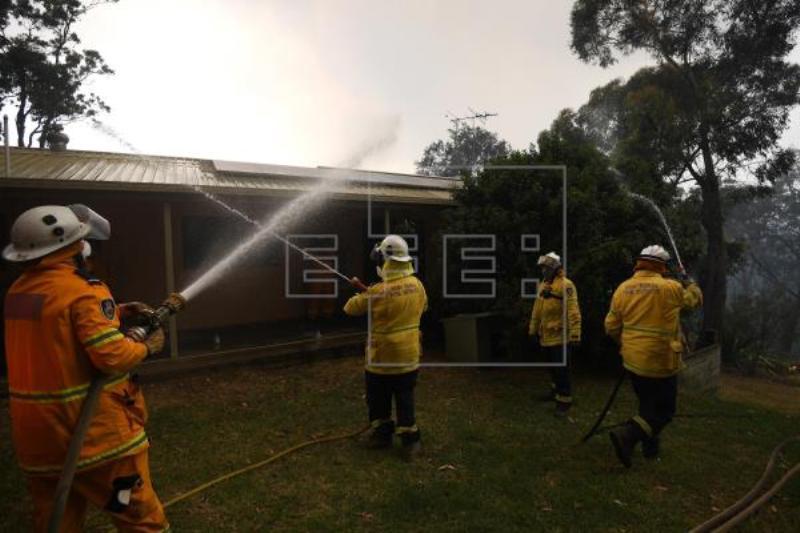 Hundreds of houses destroyed in bushfires in Australia