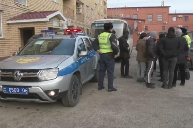 Попавшей в беду юношеской сборной Азербайджана помогли в Атырауской области
