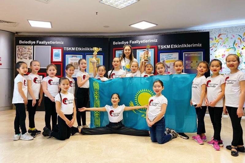 Атырауские танцоры с успехом выступили на фестивале в Турции