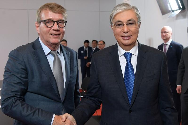 托卡耶夫总统会见德国商界代表