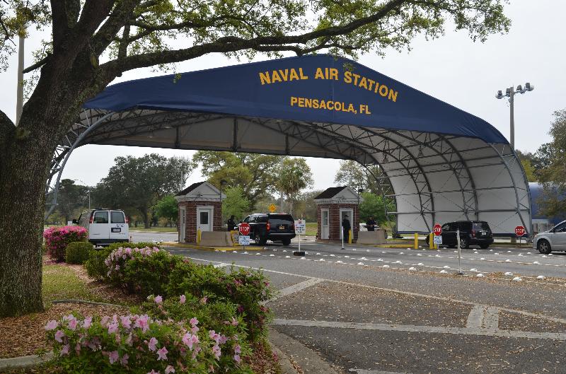 Неизвестный открыл стрельбу на авиабазе ВМС США во Флориде