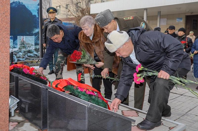 Мемориальную доску памяти «Кара майора» открыли в Алматы