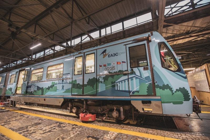 В московском метро запустили тематический поезд в честь пятилетия ЕАЭС