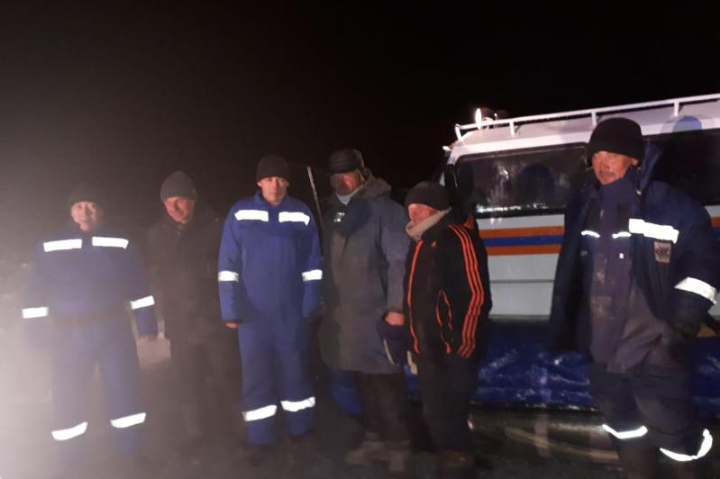 Четверых рыбаков сняли с льдины спасатели на озере Балхаш
