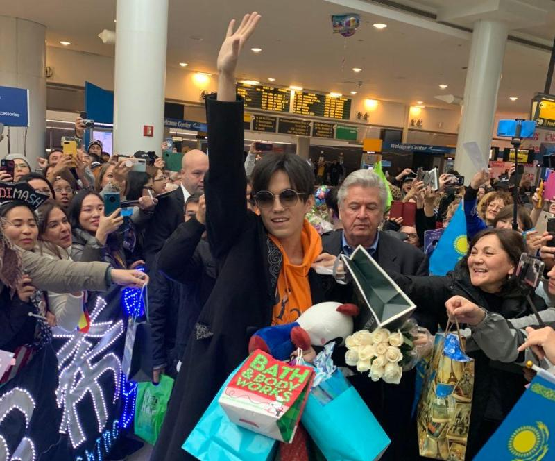 Fans shower Dimash with love at JFK in New York