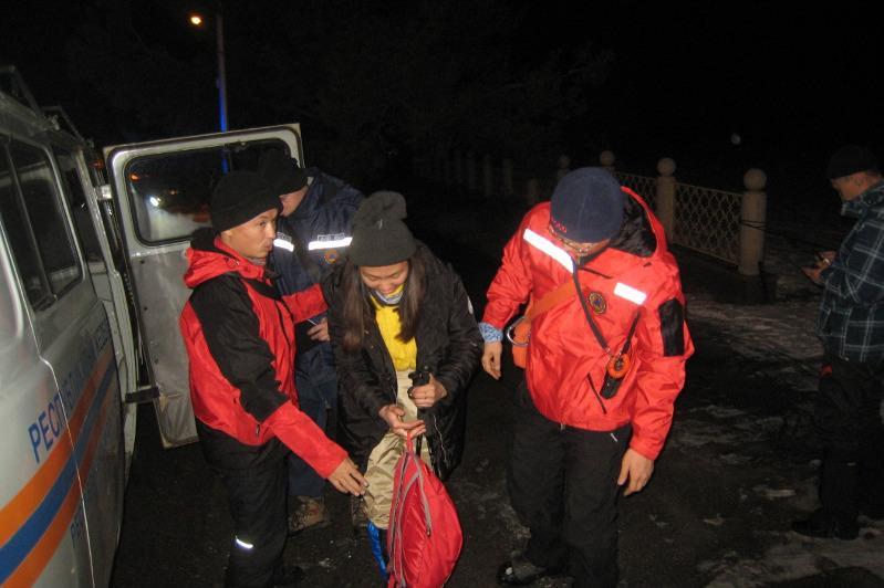Двух туристов спасли в горах близ Алматы