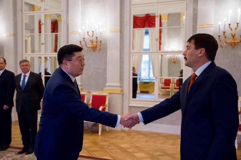 哈萨克斯坦大使向匈牙利总统递交国书